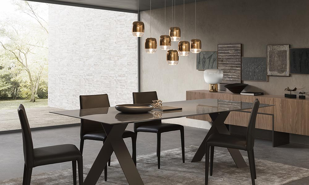 luci direzionali sopra tavolo pranzo